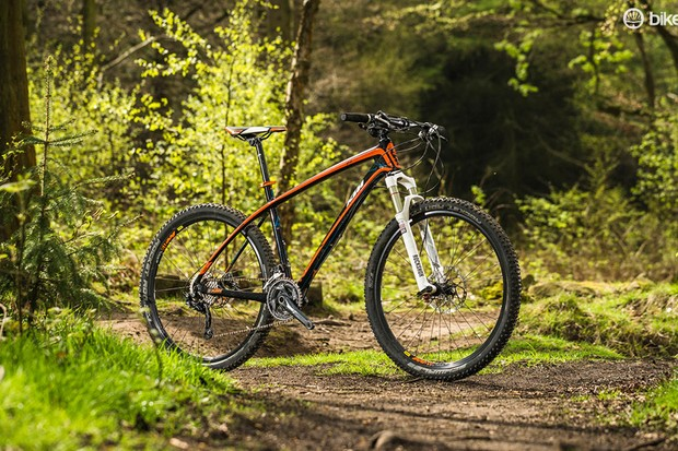 The Aera doesn't just pack in a carbon frame but a quality fork and wheels too
