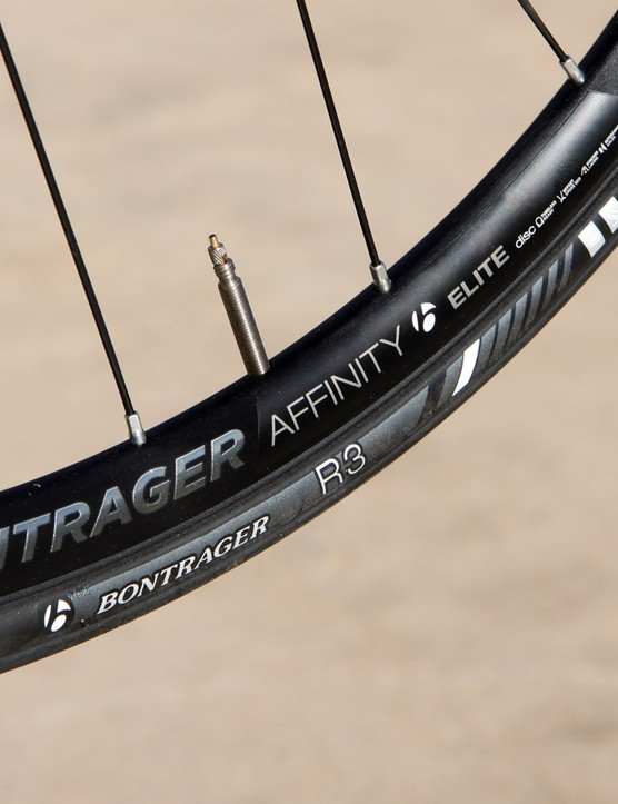 Coming with the Trek Domane Disc 6.9 are new Bontrager Affinity Elite Disc TLR wheels wrapped with 25mm-wide Bontrager R3 tires. Internal rim width is 17mm