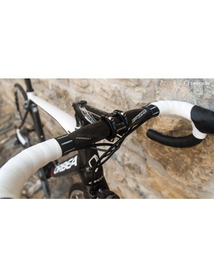 This black and white Orca features an FSA Energy bar and stem, as opposed to the K-Force parts on the higher spec black bike