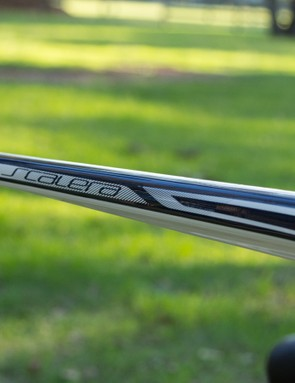 The flat, slender top tube is one of the many aero features