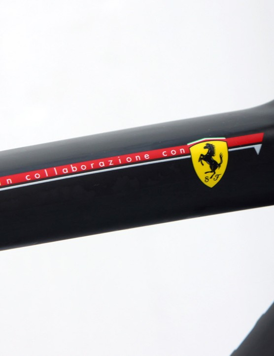 As Colnago has done on numerous occasions in the past, the V1-r was developed in collaboration with Ferrari