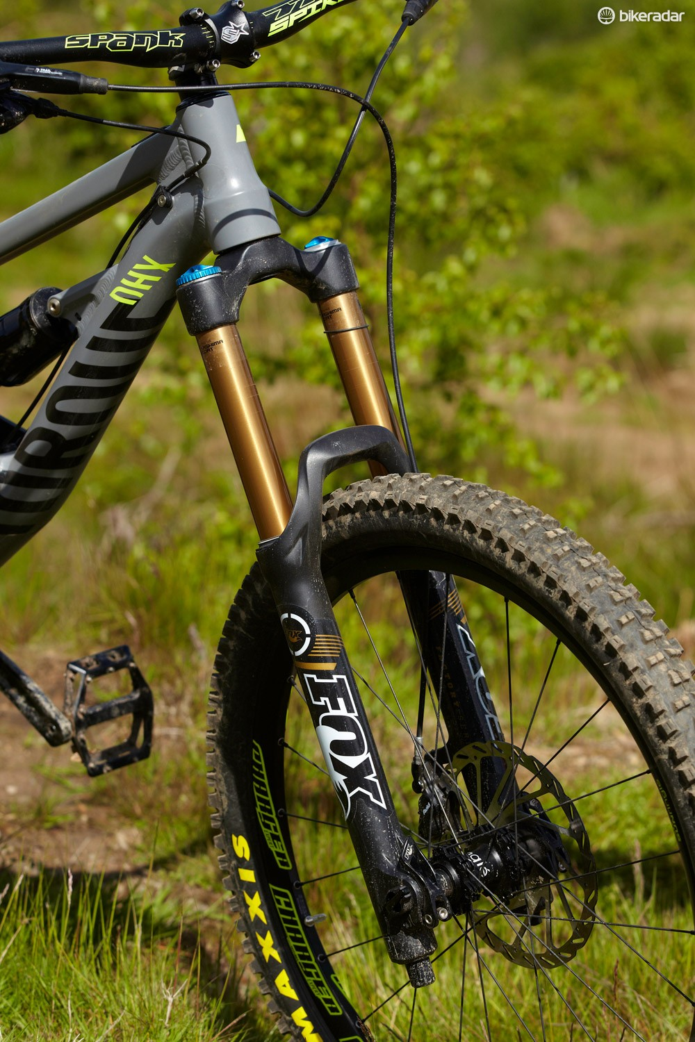The Fox 36 is a well damped, solid feeling fork that's well up to the job despite not having twin crowns