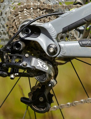 SRAM X9 1x10 gearing and Avid Elixir 7 Trail brakes make for an impressive combo