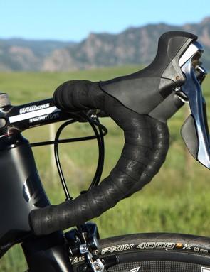 The Williams Élan CCS carbon bar proved light and comfortable