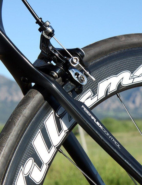 'Fiber Flex Control' may sound like a bunch of marketing hype but it actually seems truthful in this case. The Williams Aeros Genesis rode much more smoothly than we anticipated it would
