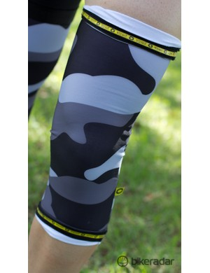 Unlike many warmers on the market the knee grazers use top and bottom grippers