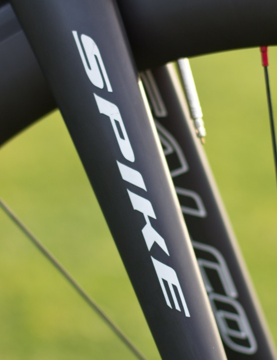 Falco specs the Eleonora with its own Spike Carbon fork