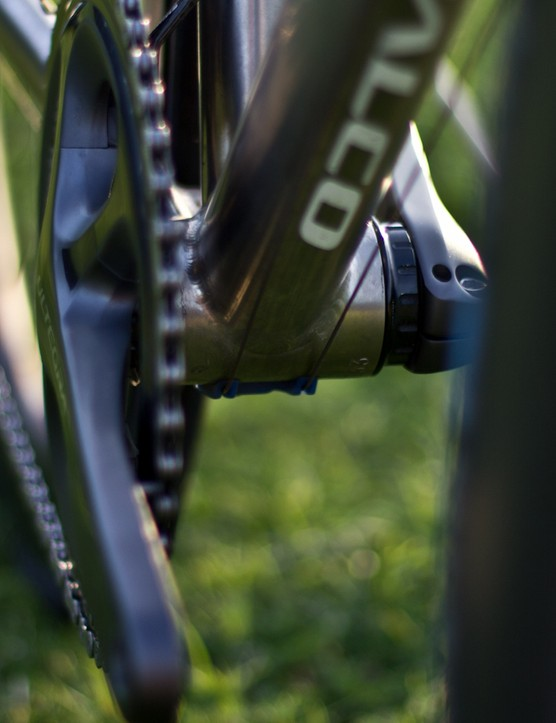 The Falco Eleonora uses external cable routing and so doesn't allow for a clean Di2 or EPS setup