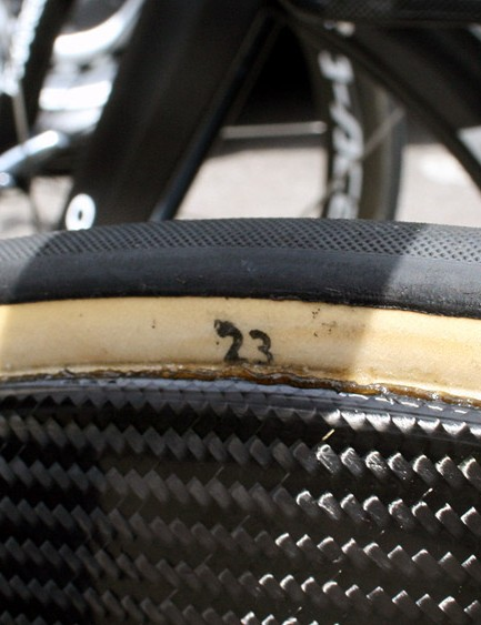 A 23mm FMB tubular graces the front wheel