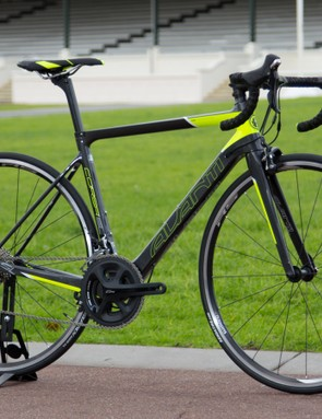 The Avanti Corsa SL 1 will retail for AU$2,499 and is fitted with a complete Shimano 105 groupset. This particular model is made with a slightly cheaper (heavier) grade of carbon compared with the more expensive Team frame