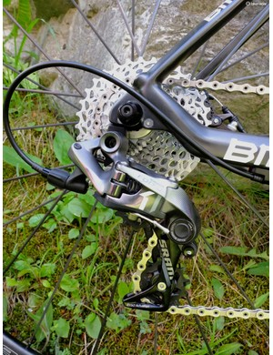Key to the CX1 group is a clutch derailleur that pulls back hard on the chain to keep it taut and on the front ring