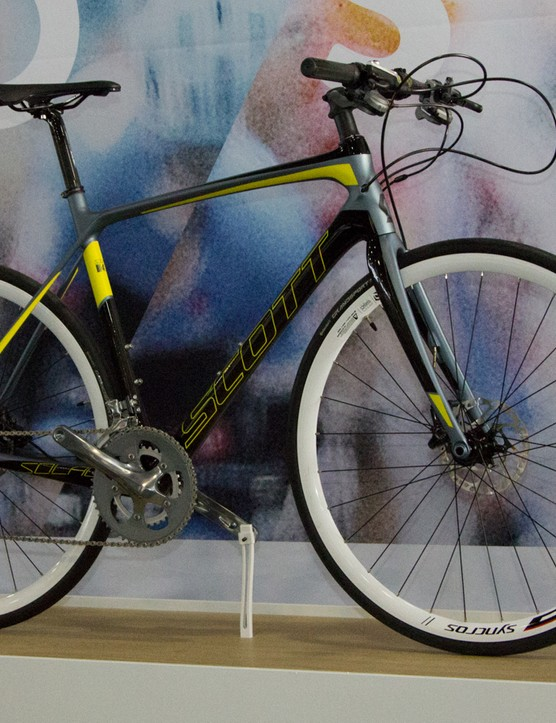 The Solace Disc - pictured here – is the flat bar Solace 40 FB Disc with the wrong wheels and brakes
