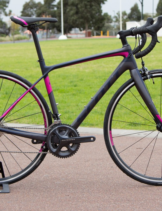 The Contessa Solace 15 with 22-speed Shimano Ultegra gearing is Scott's women's performance gran fondo type bike. We weighed this model at 7.35kg