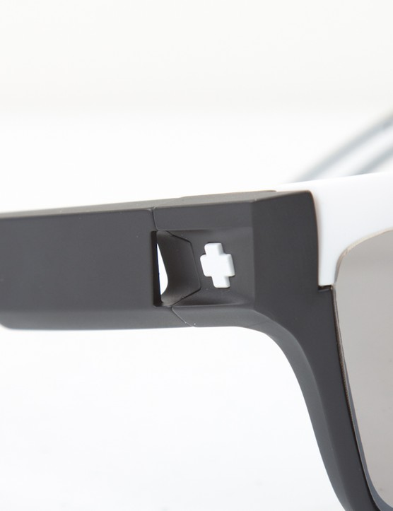 The Scoop vents move air through the glasses to prevent fogging, but do little once stopped