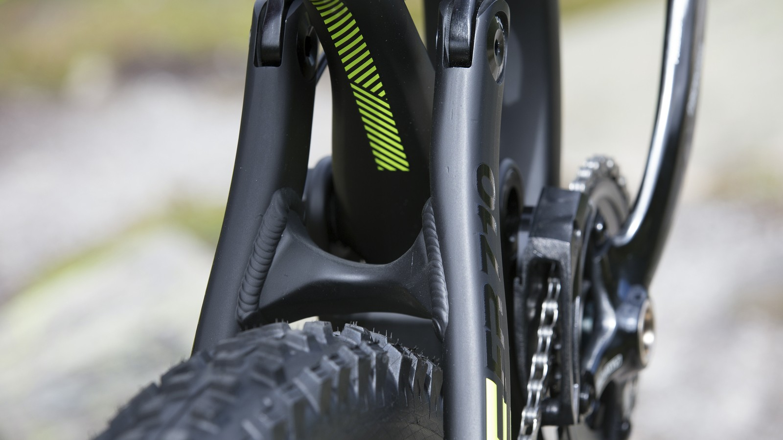 The 2015 design has built in yoke in the seatstay to increase the frame's stiffness and strength