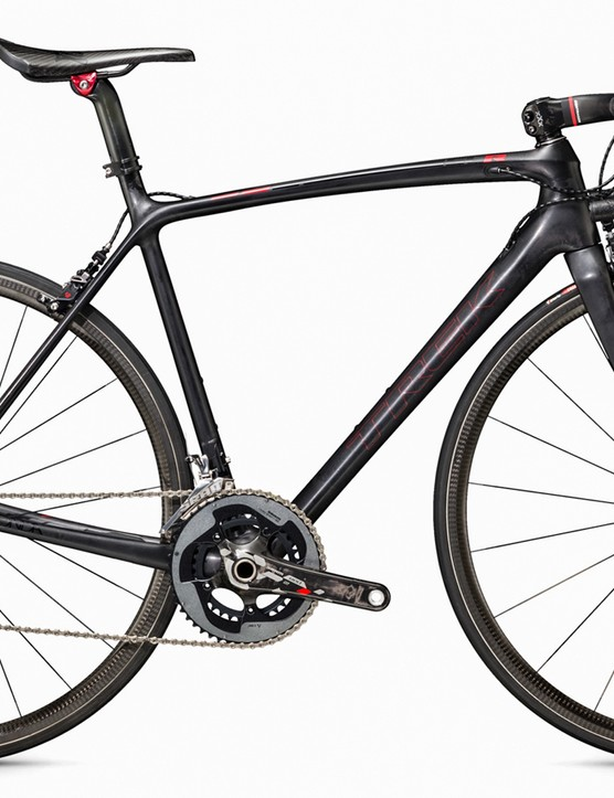 The top-end Émonda frame weighs a claimed 690g in a painted 56cm size