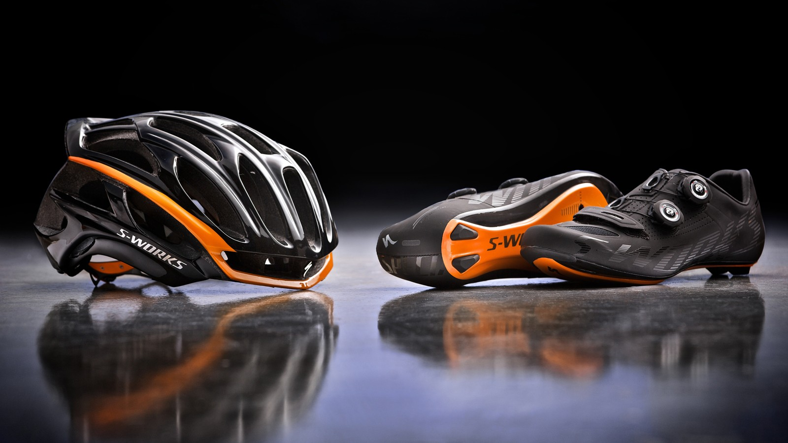 Each bike comes with a custom finished S-Works Prevail helmet and custom-fitted S-Works shoes