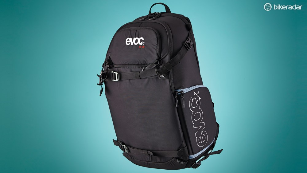 The Evoc CP26L pack's clever design and numerous zips allow independent access to every part of the bag while still keeping your kit separated