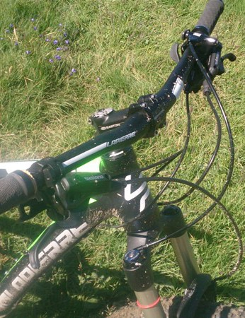 We might prefer a slightly shorter stem, but the 720mm bars are perfect on a bike like the X-Control