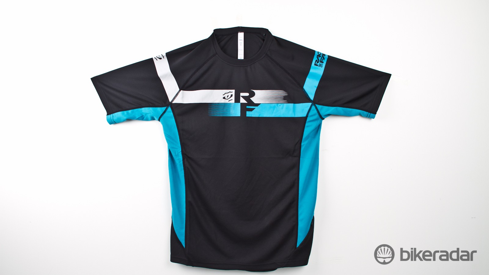 The Indy SS jersey offers a relaxed look but packs a full list of features for an all-day trail adventure