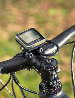 A clear bar-mounted readout displays power levels and speed