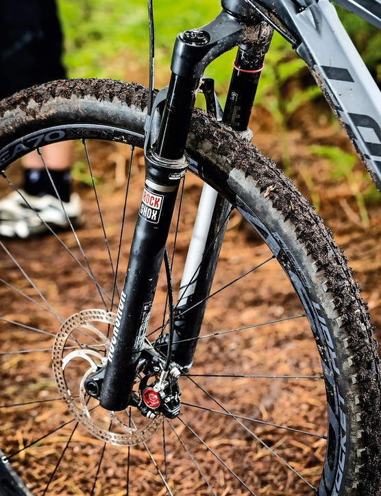 Skinny RockShox SID fork is stiff enough thanks to a 15mm thru-axle