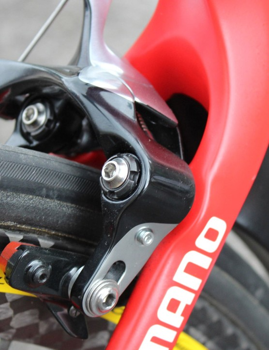 Direct-mount brakes are used front and rear. But instead of mounting the rear calliper under the chainstays, a la the aero Trek Madone, Canyon puts it in the standard place, claiming that it is more aero this way