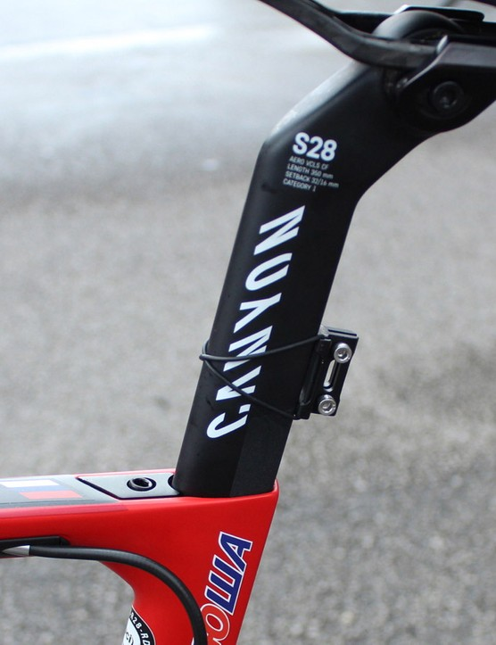 There are two seatpost options: one with a 0 to 15mm offset and another with 15 to 20mm