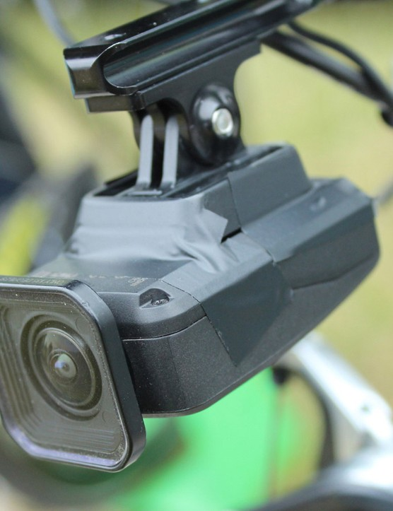 The angle of the camera is adjusted via the K-Edge metal mount