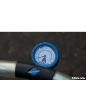Some gauges just allow for greater accuracy through a lower pressure limit