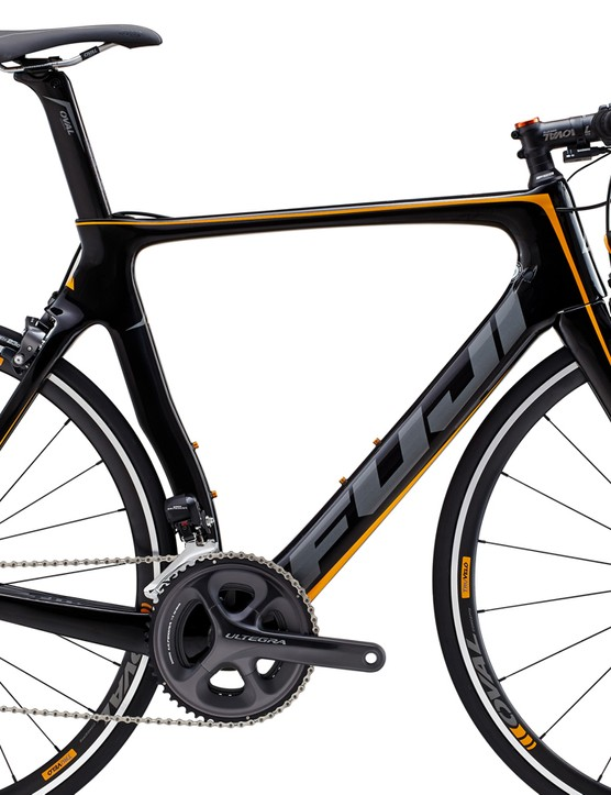 Making use of the cheaper C5 frameset, the Fuji Transonic 2.1 features a Shimano Ultegra Di2 groupset, tubeless-ready Oval 733 wheels and Oval aluminium cockpit for a price of US$3,549/€3,299/£2650