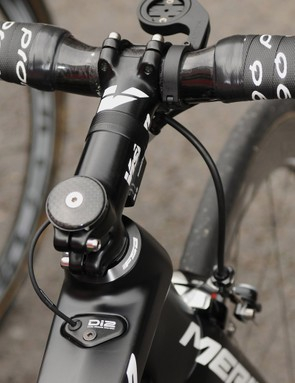A Vision stem, FSA K-Wing bars and Di2-specific cable port cater for Costa's needs
