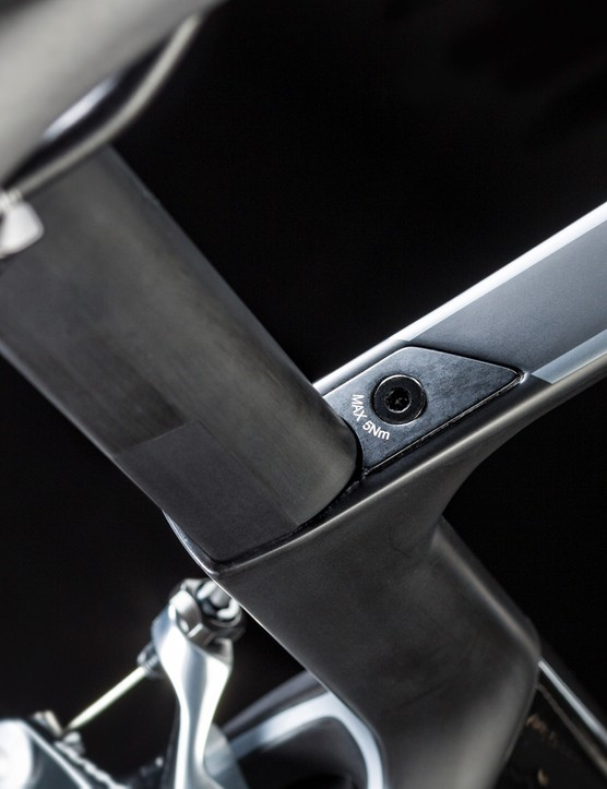 The D-shaped seatpost gives a degree of flex for comfort and comes in two set back options, both with a 0 or 15mm flippable clamp. It's secured with Canyon's version of the seemingly ubiquitous flush fit expander wedge