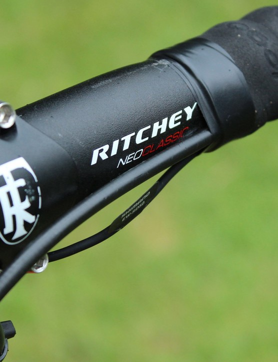 Although he could have any of Ritchey's carbon bars, Chavanel prefers alloy