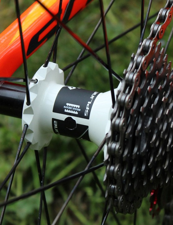 DT uses straight-pull spokes on the RC55T, which weigh 1,440g for the set