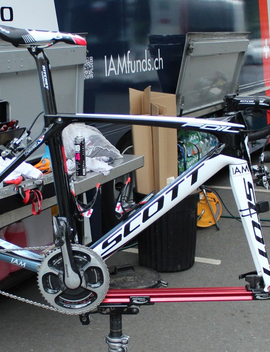 One of Chavanel's stock team bikes, a Foil, has an SRM power meter, while his custom Addict does not