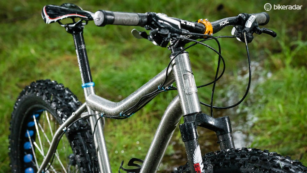 Standover is increased thanks to the curved top tube