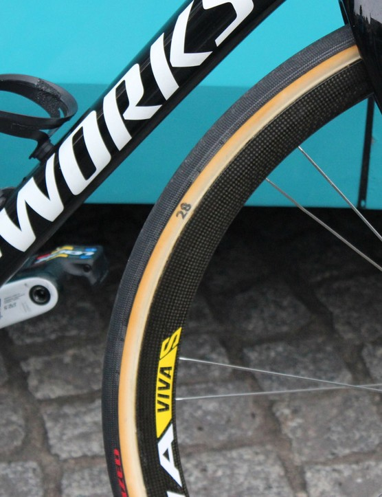 Specialized-sponsored teams had FMB tubular casings with Specialized Gripton rubber in 26, 28 and 30mm widths