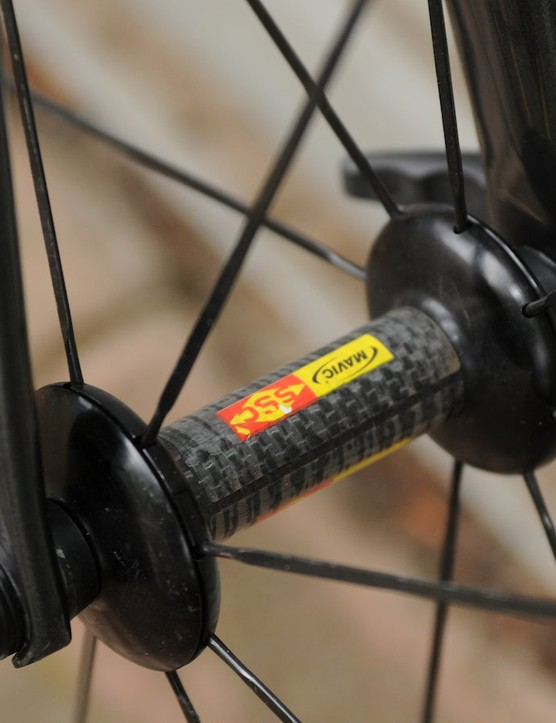 Slim carbon hub shells and aerodynamic spoke flanges on Mavic's 40c wheelset