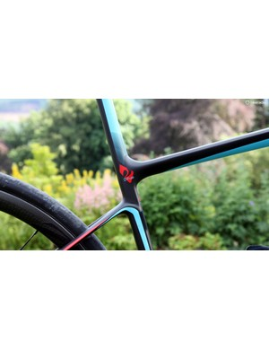 The offset seat cluster also supposedly allows for even more seat tube flex under load while the more horizontally oriented seat stays are claimed to behave more like leaf springs
