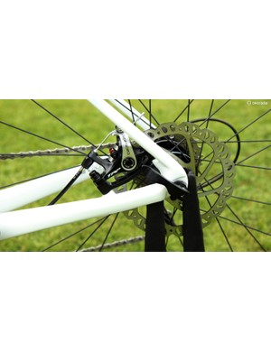 Models equipped with mechanical disc brakes upsize to 160mm-diameter rotors to make up for the decrease in power as compared to full-hydraulic setups