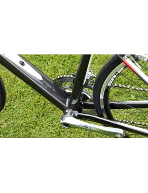 Aluminium frames use extra-wide PF86 press-fit bottom bracket shells, which allow for very widely spaced chain stays and bigger main frame tubes than would be possible with a threaded setup