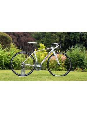 The Liv Avail 2 uses mostly Shimano Tiagra componentry along with Giant house-brand aluminium wheels to help keep the price down
