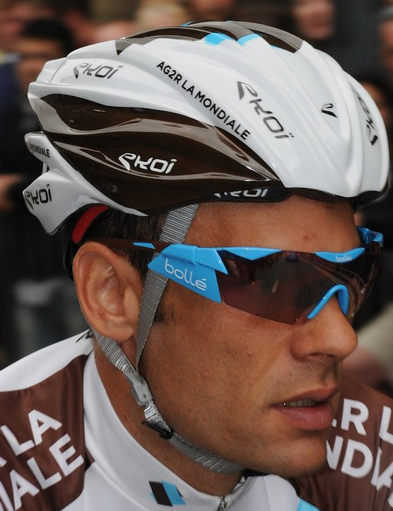 AG2R has a version of the Ekoi CKR21 with a glued-on shell