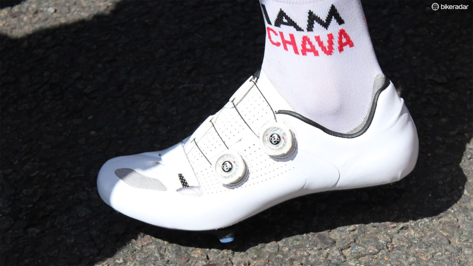 Sylvain Chavanel of IAM Cycling rides blank Specialized S-Works shoes