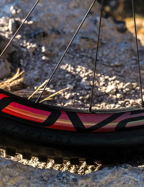 The top S-Works Enduro gets the latest Roval Traverse Fattie SL carbon rims, which have a whopping 30mm internal rim width. This increases the tyre volume, helps maximise tyre support and enables you to run lower pressures for better traction