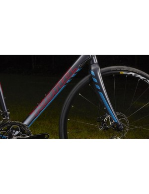 The Esatto disc models include a full carbon tapered fork and mechanical disc brakes. The Esatto DDL will feature TRP Spyre brakes, and the cheaper Esatto D will have Hayes CX Comp brakes