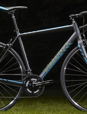 The entry-level Esatto goes back to rim brakes and a heavier front fork. We're not entirely sure, but we suspect this frame isn't disc brake compatibile like its more expensive siblings. Shimano Sora components keep the price low