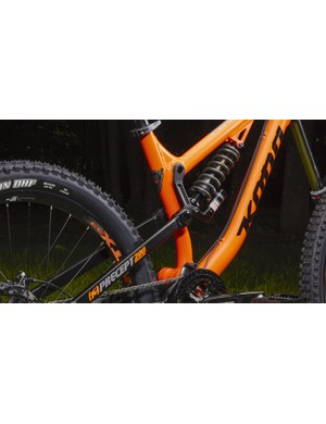 The Precept features 200mm of rear wheel travel provided by what Kona calls 'Swinger Independant Suspension'. We call it a linkage-driven single-pivot
