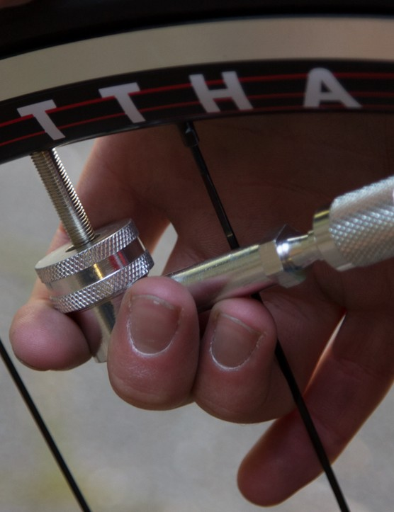 The disc wheel Presta head (pictured) is one example of the screw-on adaptors; this model just pushes onto the valve stem and using a replaceable rubber gasket to form a seal